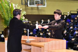 R01.高校卒業式10