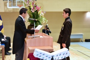 R01.中学卒業式07