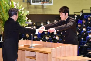 R01.高校卒業式20