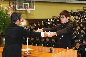 29.中学卒業式08